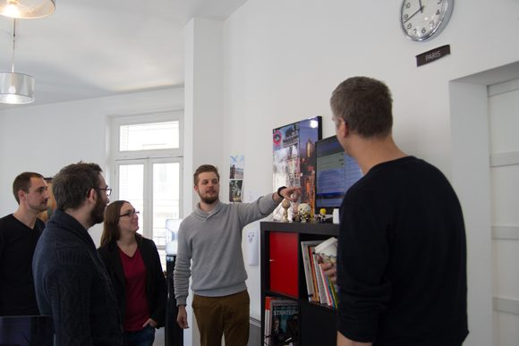 Pierre-Louis avec l'équipe tech lors d'une daily, la réunion quotidienne de l'équipe